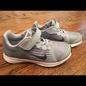 Nike Shoes - Very very gently worn boys Nike sneakers